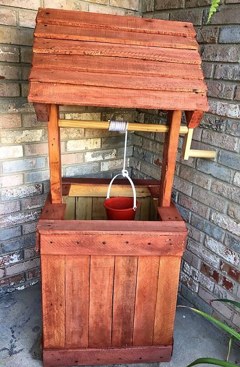 recycled wood pallet well