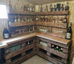 corner bar made with pallets