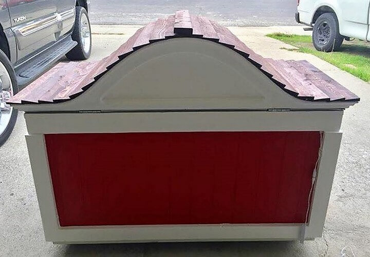 pallet dog house idea