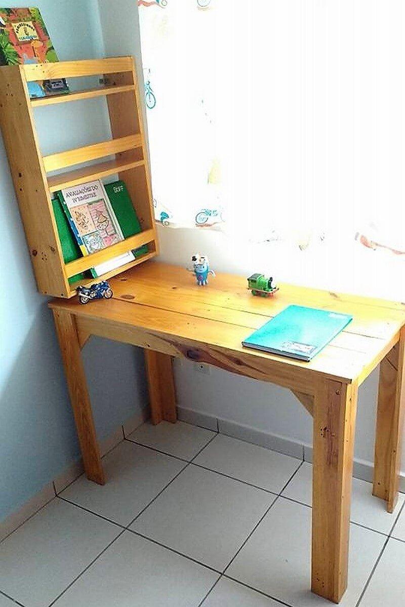 pallet study desk idea