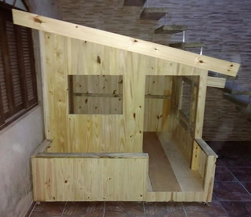 pallets made doll house