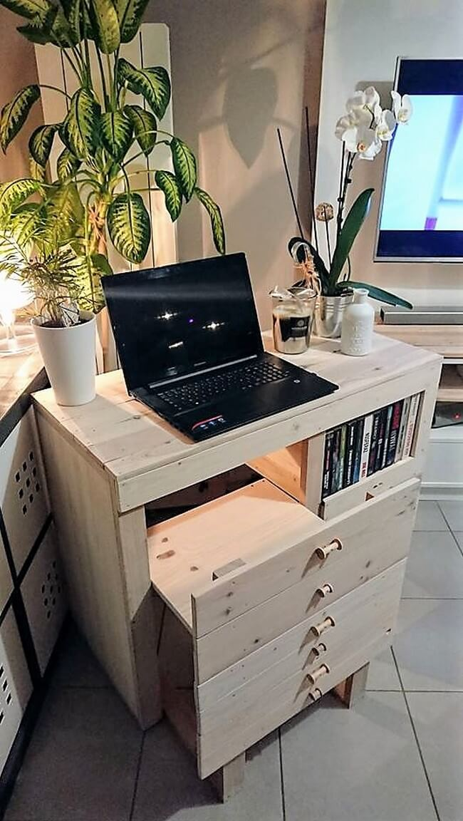 pallets made study desk