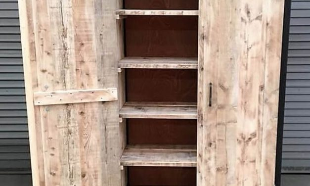 Reclaimed Wooden Pallets Closet Idea