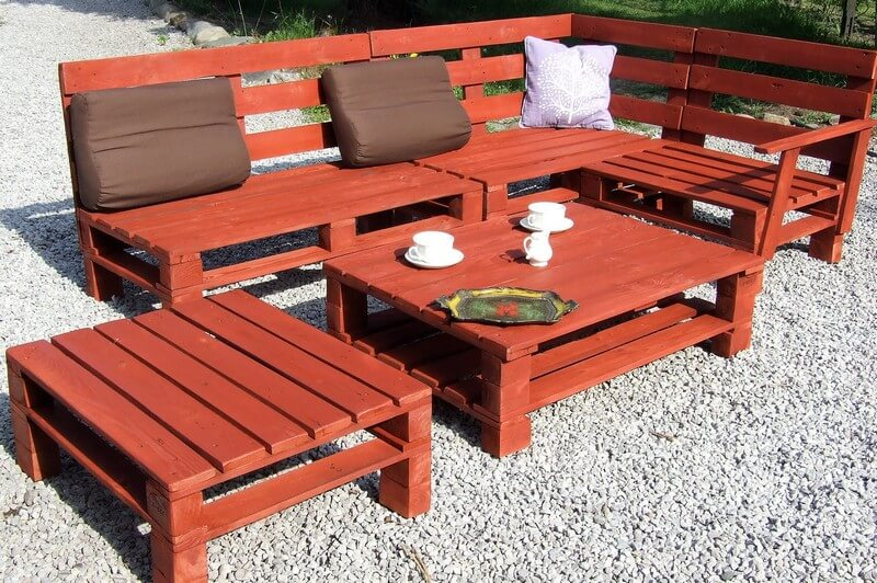 reused pallet garden furniture