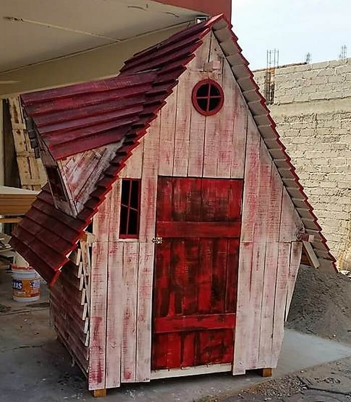 diy wooden pallet playhouse