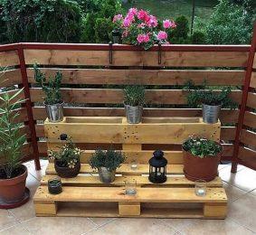 pallet decor planter and fence idea